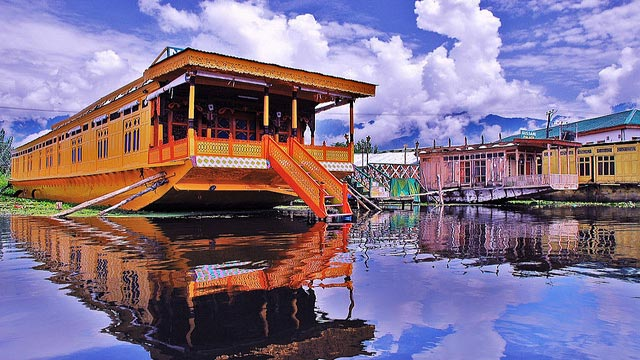 6 Top Tourist Places To Visit In Jammu and Kashmir: Srinagar
